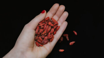 How To Feel Great and Live Longer By Adding Goji Berries To Your Diet