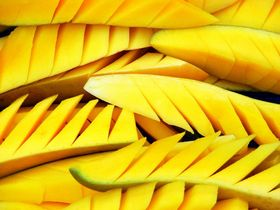 sliced-mangoes-by-Mahesh-Khanna.jpg