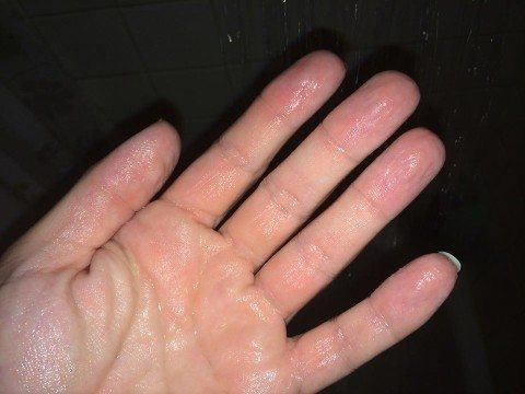 Weird Facts Body Wrinkly Fingers Bath Water